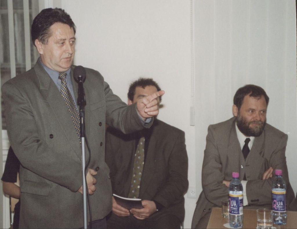 A Fórum Intézet bemutatkozása a pozsonyi Magyar Köztársaság Kulturális Intézetében. (a képen: Végh László előadás közben)