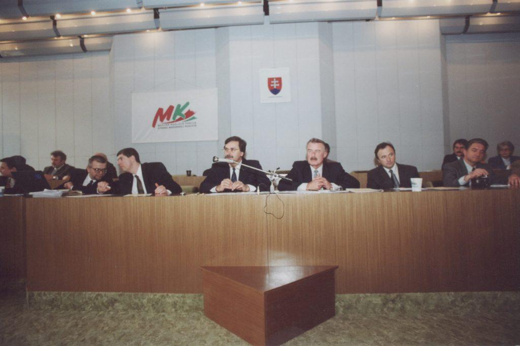 Az MKP galántai ülése. (a képen: A. Nagy László, Bugár Béla, Farkas Pál, Duka Zólyomi Árpád, Csáky Pál, Harna István)