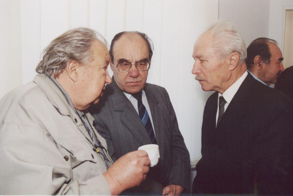 A Szlovákiai Magyar Irók Társaságának közgyűlése Pozsonyban a MKKI-ben. (a képen: Szeberényi Zoltán, Duba Gyula, Gyüre Lajos)