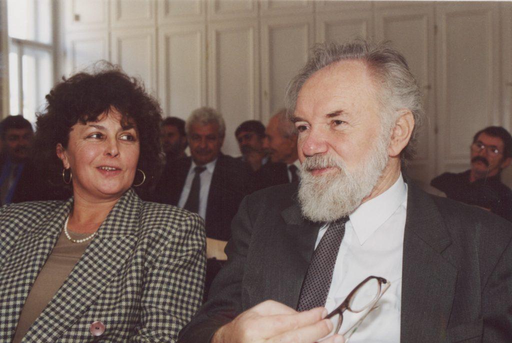 A Szlovákiai Magyar Irók Társaságának közgyűlése Pozsonyban a MKKI-ben. (a képen: Erdélyi Margit, Koncsol László)