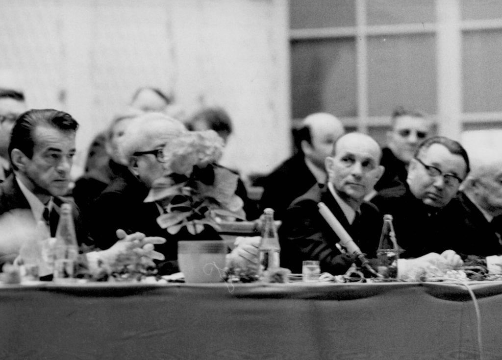 A Csehszlovákiai Magyar Dolgozók Kulturális Szövetsége megalakulásának 30. évfordulója alkalmából Pozsonyban a Redoute nagytermében rendezett ünnepi ülés. (a képen az ünnepi gyűlés elnöksége)