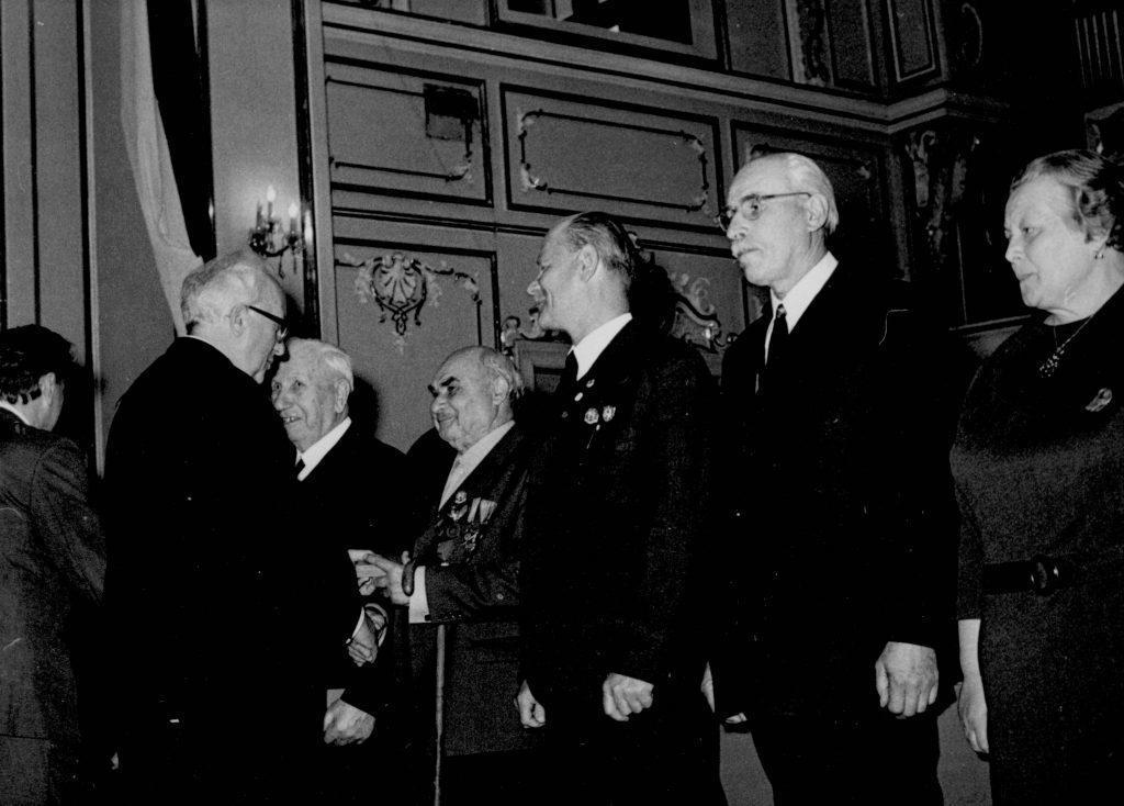 A Csehszlovákiai Magyar Dolgozók Kulturális Szövetsége megalakulásának 30. évfordulója alkalmából Pozsonyban a Redoute nagytermében rendezett ünnepi ülés. (a képen a kitüntetések átadása)