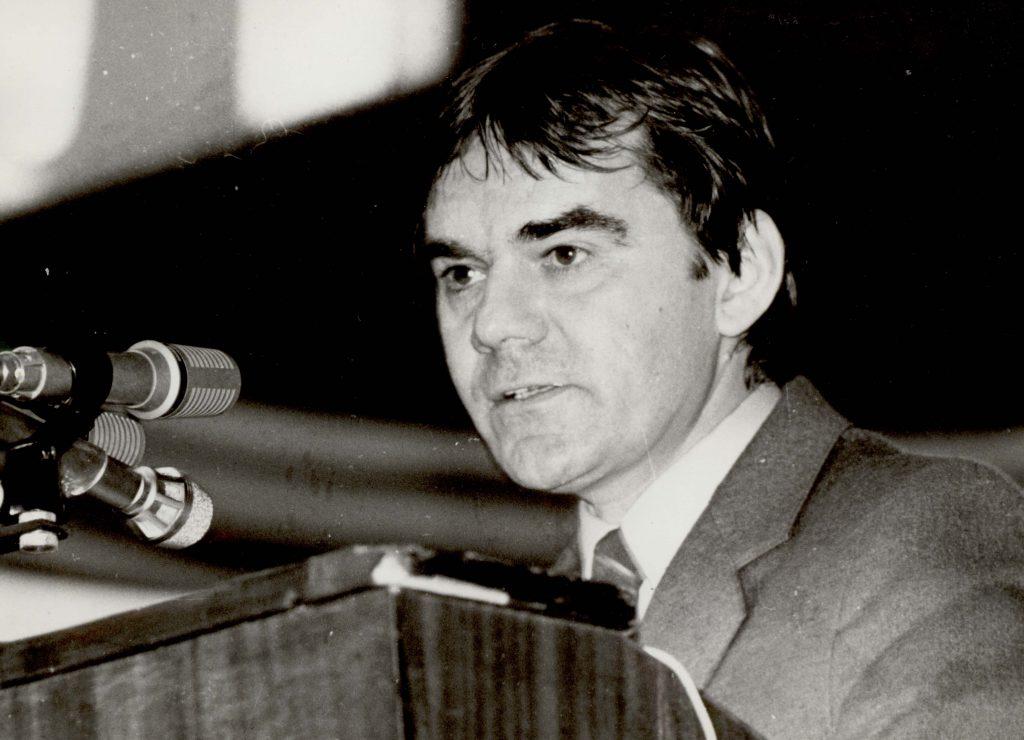 A CSEMADOK XIII. országos közgyűlése. (a képen Gyimesi György)