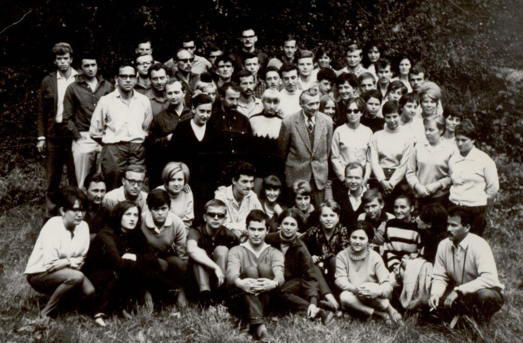 Csoportkép Fábry Zoltánnal. (III. Nyári Ifjúsági Találkozó)
