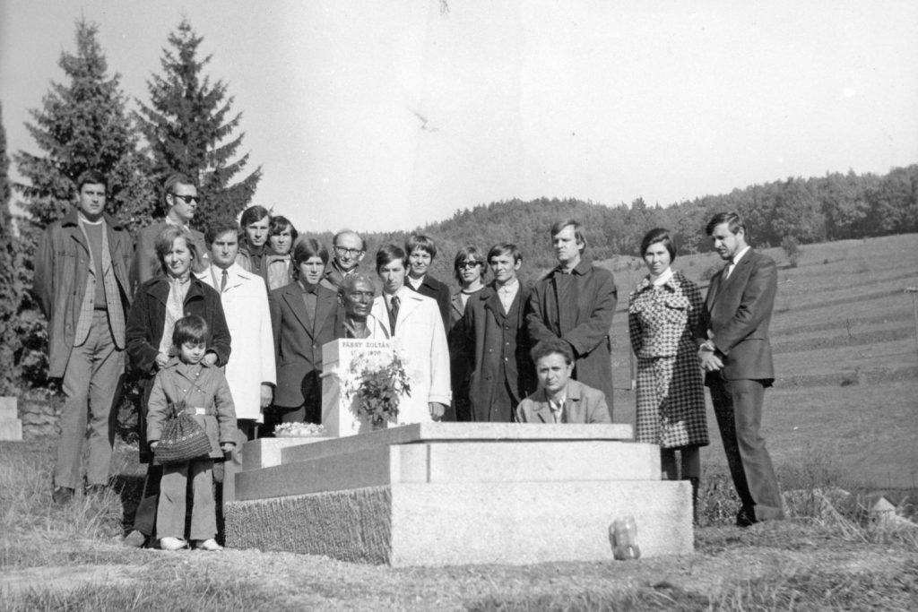 Látogatás Fábry Zoltán sírjánál.