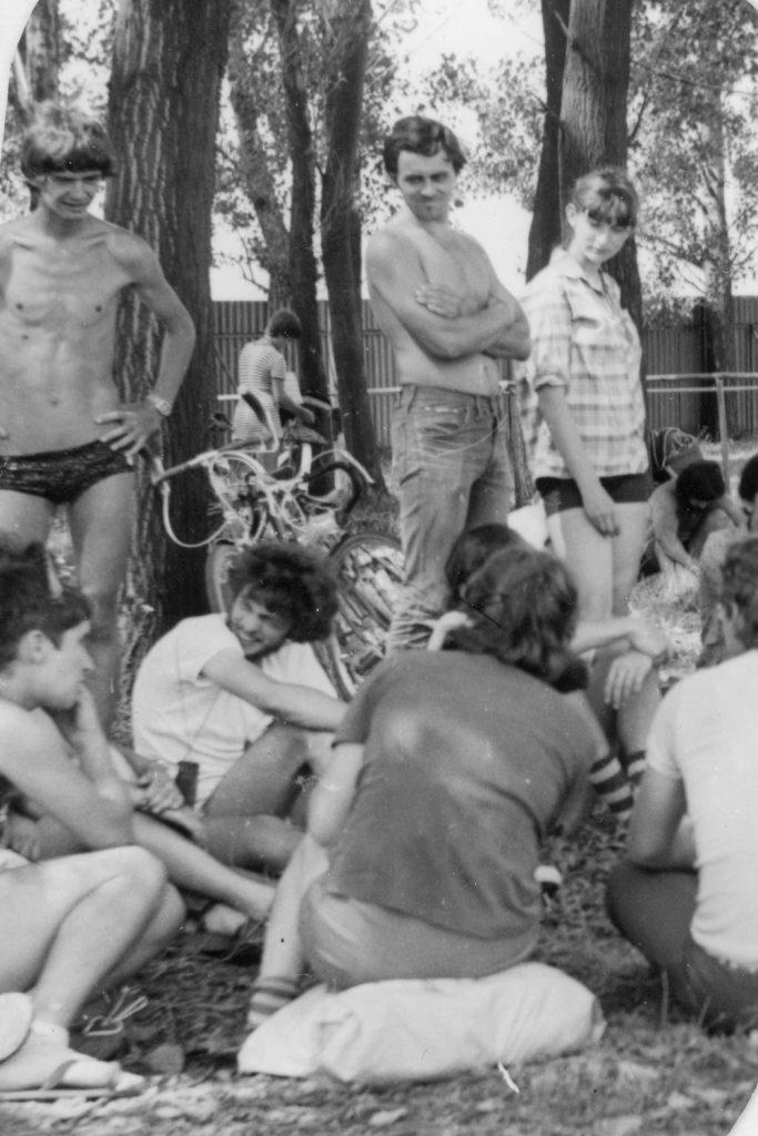 A kerékpártúra résztvevői a bolyi táborhelyen.