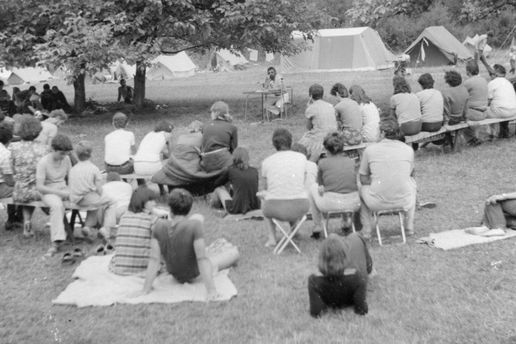 Bajnok István gyermekpszichológus előadása  a somodi táborban.