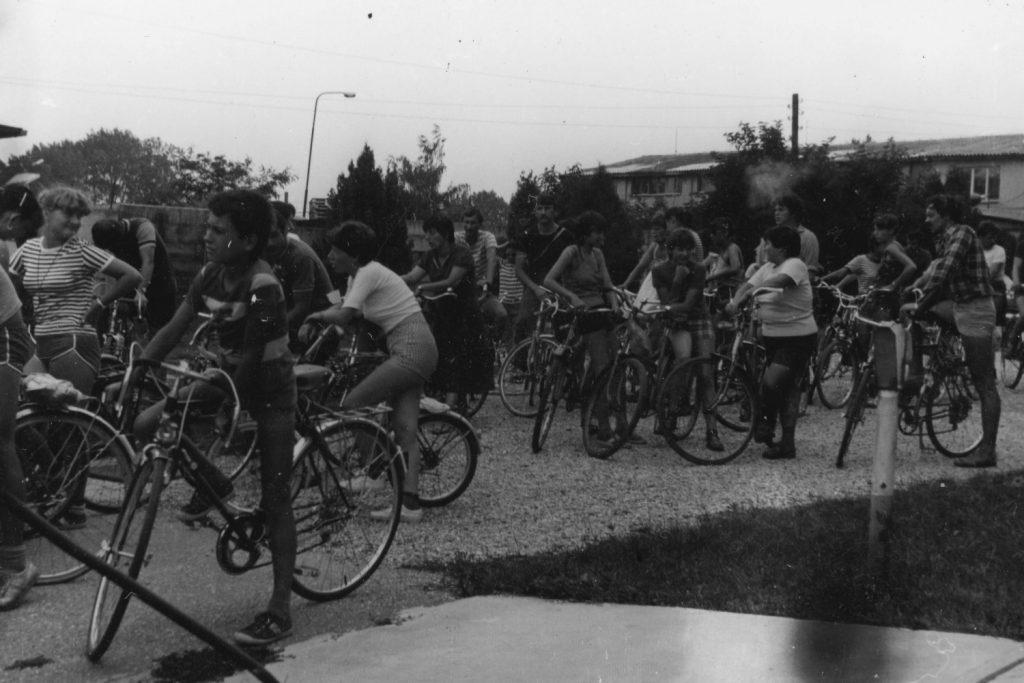 A kerékpátrúta résztvevői a sósszigeten gyülekeznek.