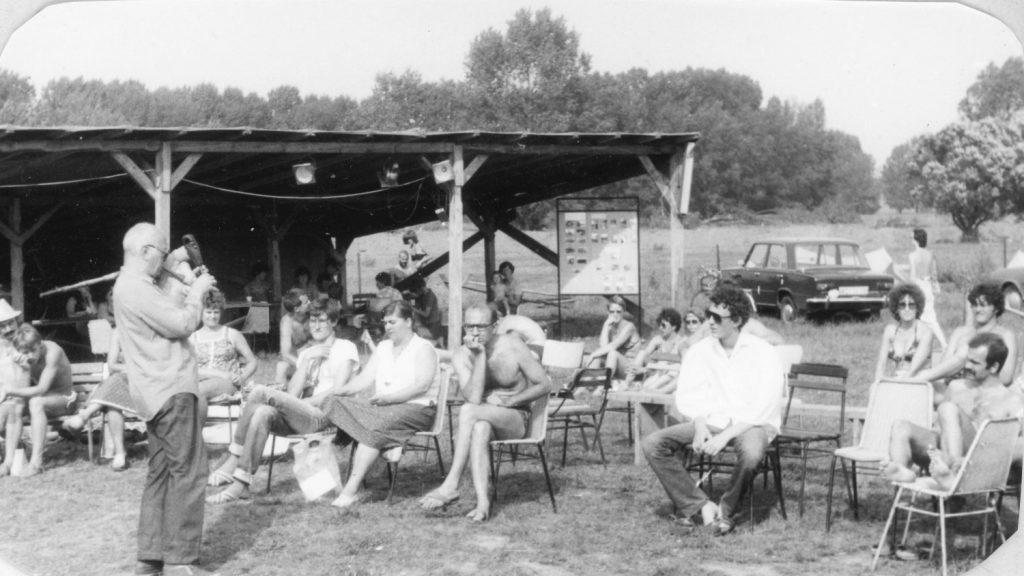 Bige József előadása az ipolysági művelődési táborban.