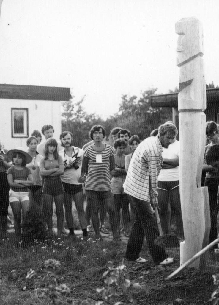 Kojafa állítása az ipolysági művelődési táborban.