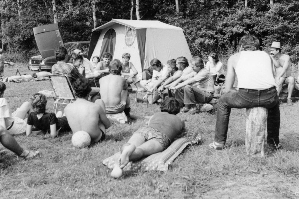 Előadás a táborban.