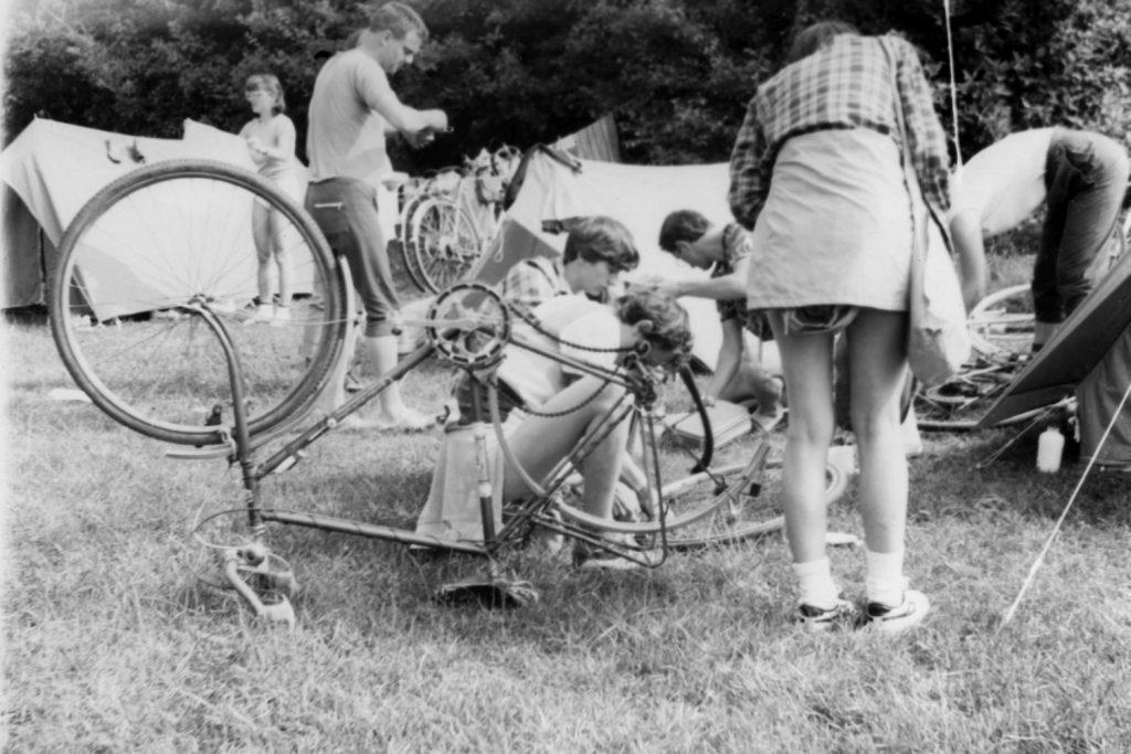Kerékpár karbantartás a szádelői táborban.-