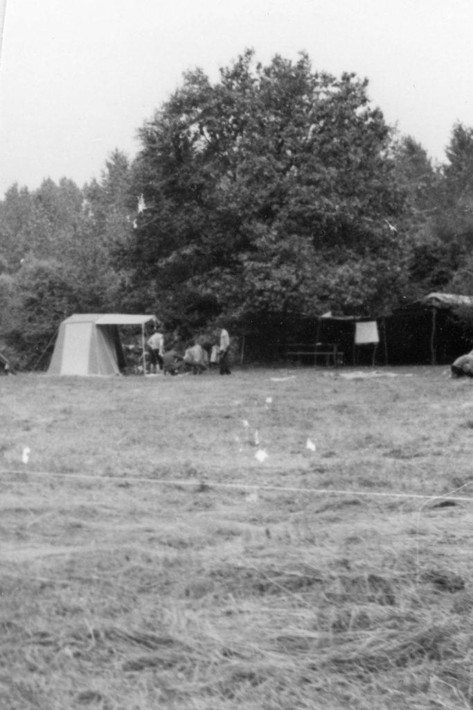 A csicseri művelődési tábor sátrai.