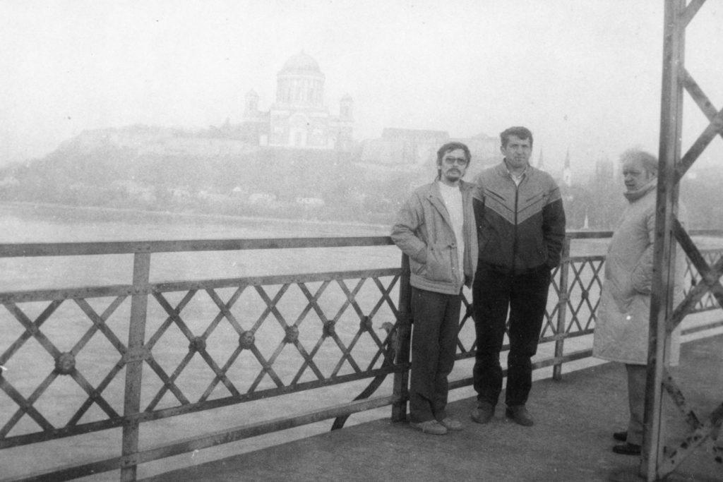 A párkányi hídon. A képen balról Molnár, Fuksz, Zachariás.