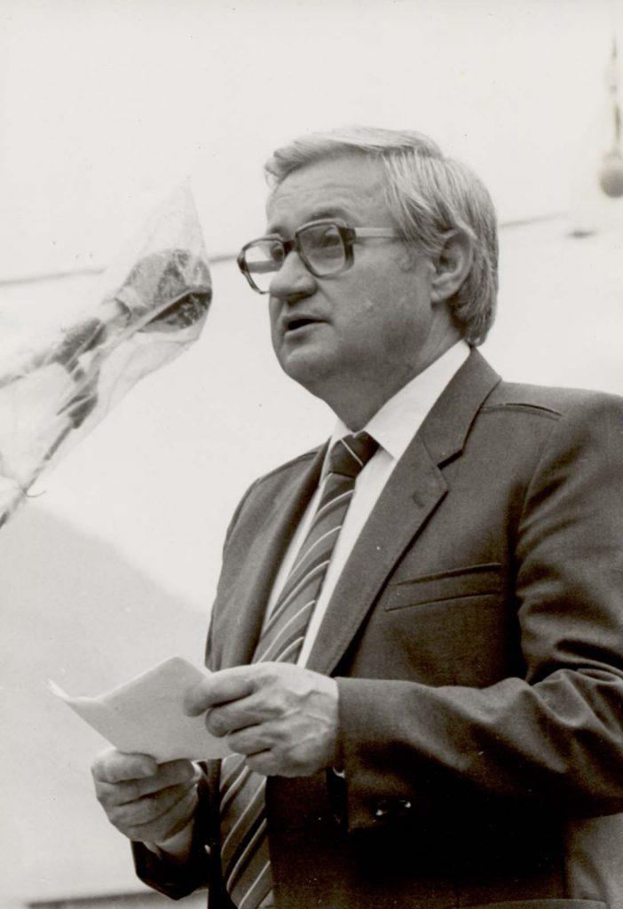 Politikai küldöttség. A mikrofonnál Lukács Tibor a Csemadok országos főtitkára.
