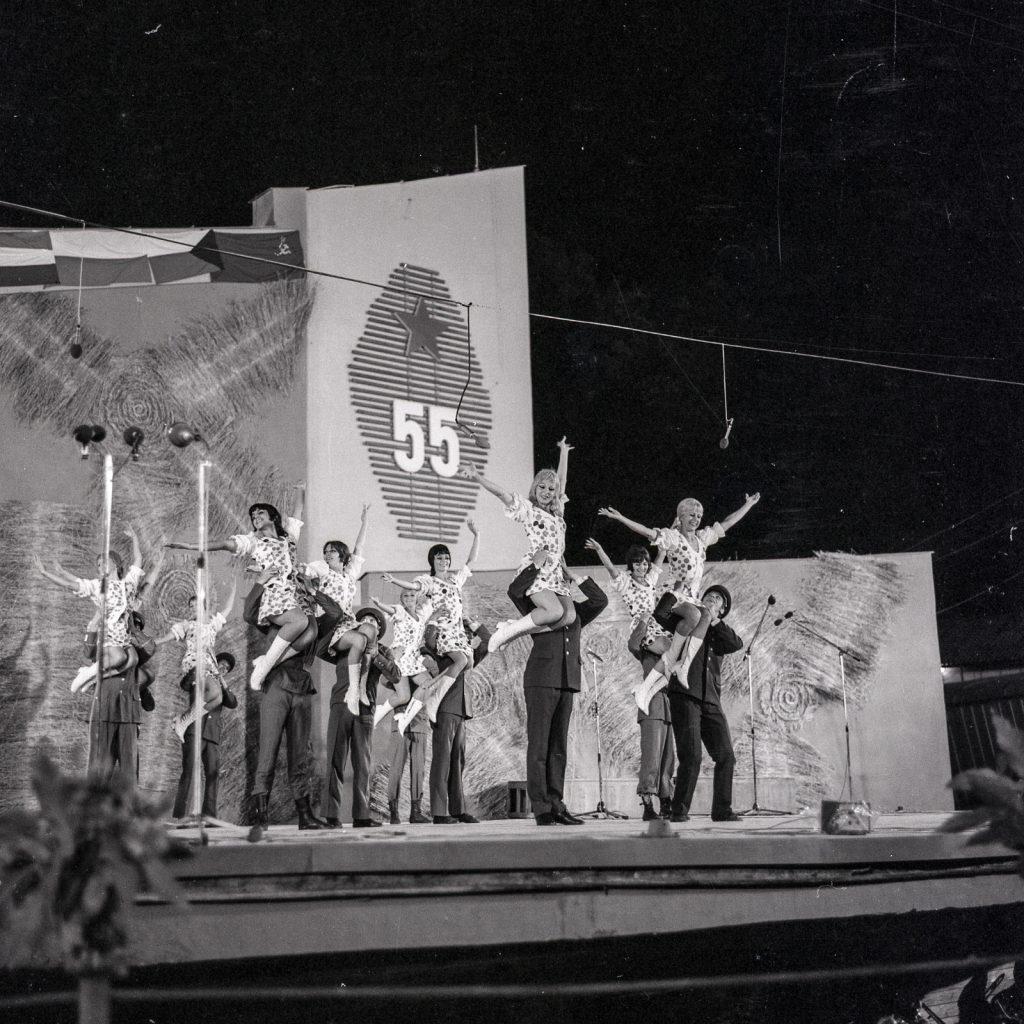 A Szlovák Katonai Művészegyüttes (SzlKME) műsora, Pozsony. (XXI. Országos Dal- és Táncünnepély)