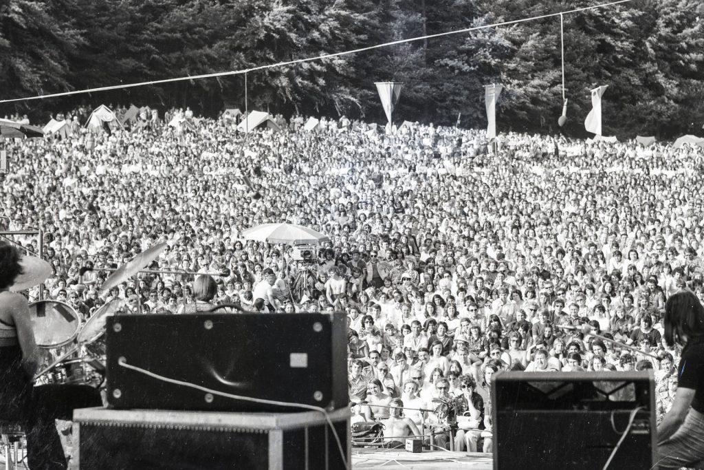 A közönség a koncert közben. (XXI. Országos Dal- és Táncünnepély)