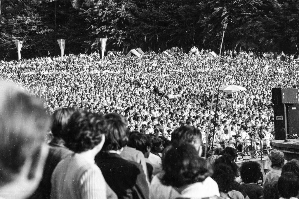 A közönség. (XXI. Országos Dal- és Táncünnepély)