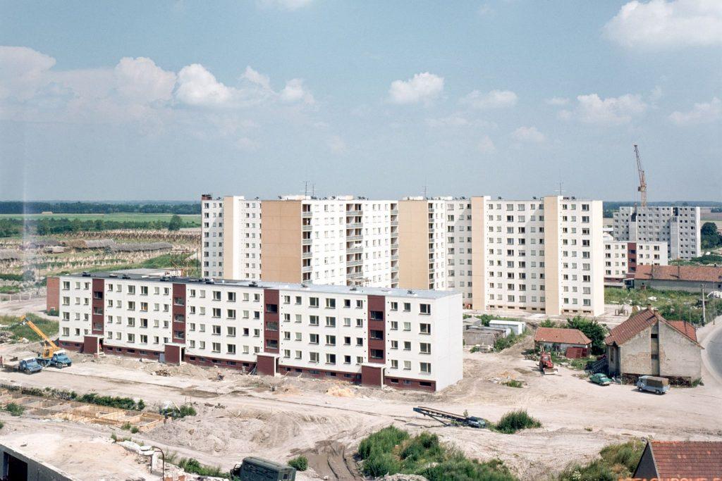 Dunaszerdahelyi panelház lakótelep építés közben.