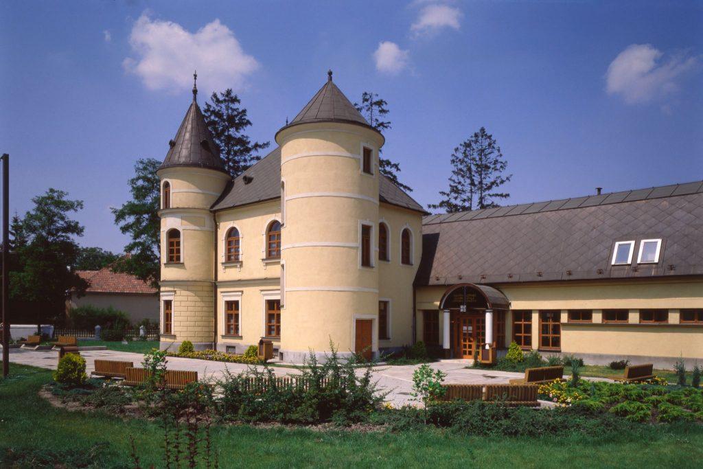 A Lőrincz Gyula Galéria épülete, mai nevén a Kortárs Magyar Galéria.