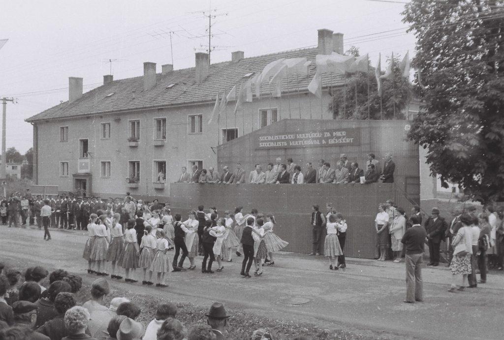 Apró Bodrogközi Gyerektánccsoport, Királyhelmec. (XXVI. Országos Népművészeti Fesztivál)