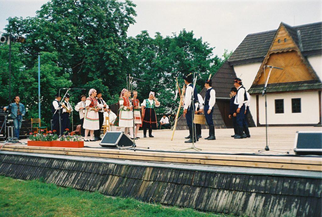 Zsibrice Hagyományőrző Tánccsoport, Zsére. (Nemzetközi Folklórfesztivál Zselíz '94)