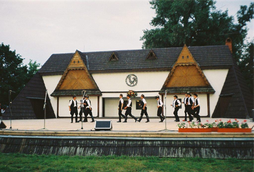 Bódvavendégi hagyományőrző együttes. (Nemzetközi Folklórfesztivál Zselíz '94)