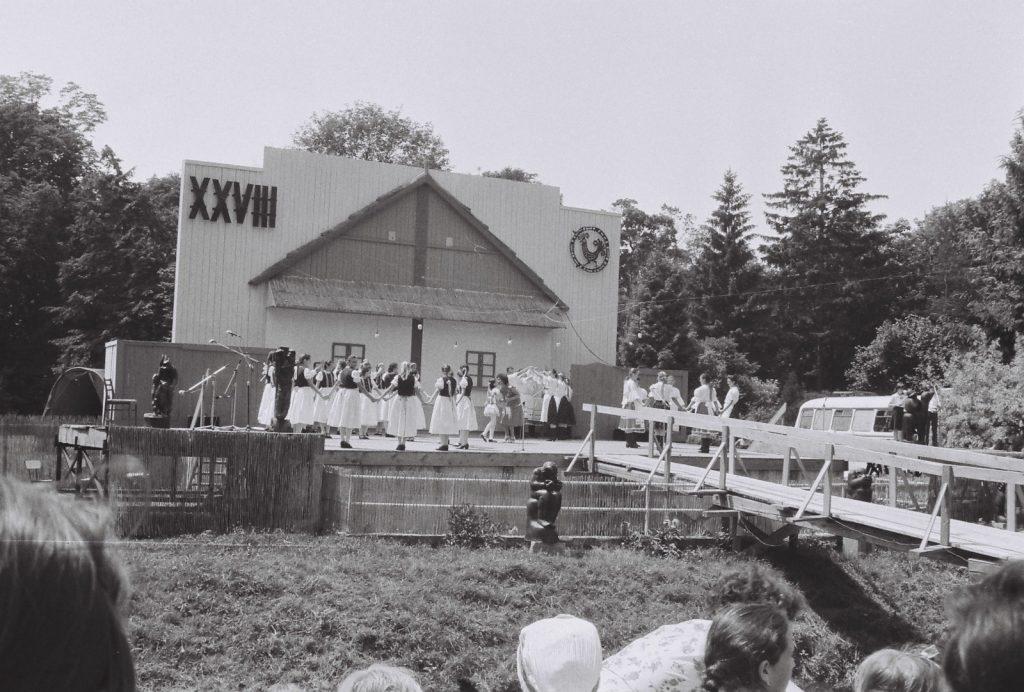 Több csoport leánykara. (XXVIII. Országos Népművészeti Fesztivál)