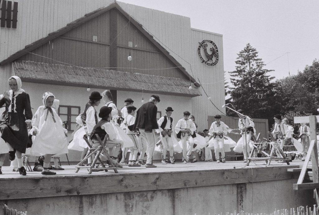 Hagyományőrző gyerektánccsoport (szlovák), Garamkelecsén. (XXVIII. Országos Népművészeti Fesztivál)