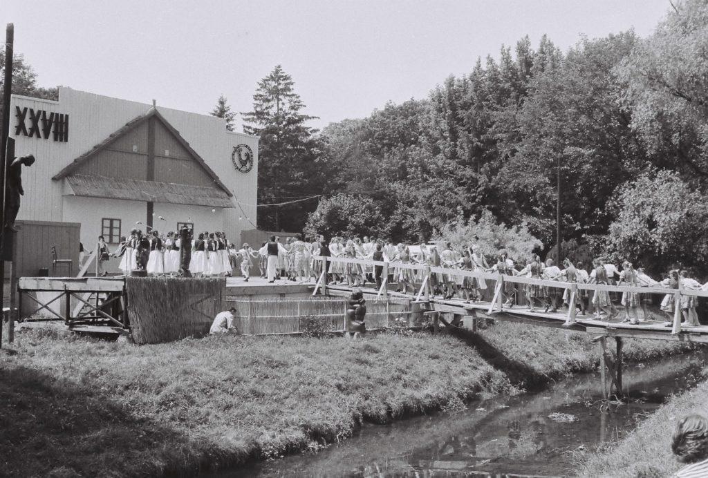 Az fesztivál nyitóképe. (XXVIII. Országos Népművészeti Fesztivál)