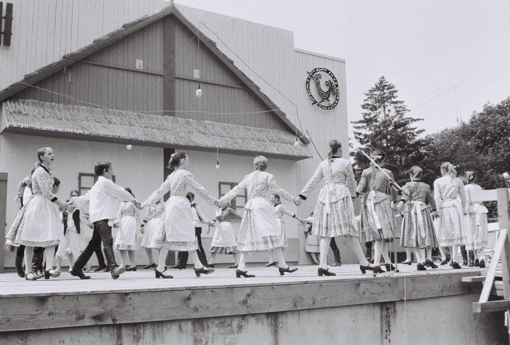 Azonosítatlan gyerekcsoport. (XXVIII. Országos Népművészeti Fesztivál)