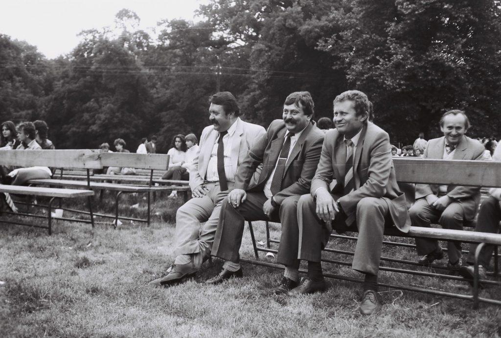 A közönség. (jobbról Ozsvald Árpád író, Ábel Gábor Csemadok Titkár, Ličkkó Vlad. MNV elnök, Gyenge J.) (XXXI. Országos Népművészeti Fesztivál)