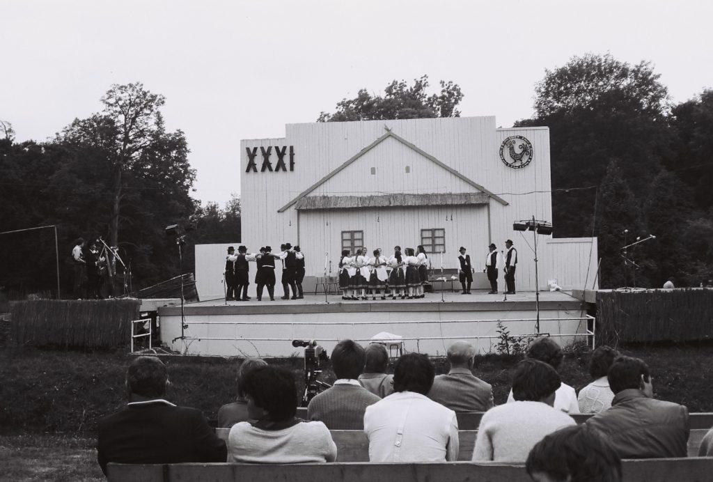 Hagyományőrző folklóregyüttes, Gömöralmágy. (a fonóban) (XXXI. Országos Népművészeti Fesztivál)