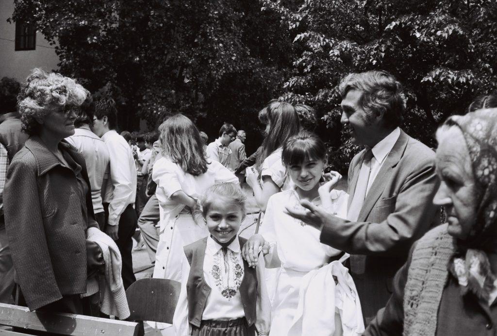 A Duna utcai magyar iskola évzáró ünnepsége és ballagás. (jobbról a 2. Ripcsu Rudolf és gyerekei)