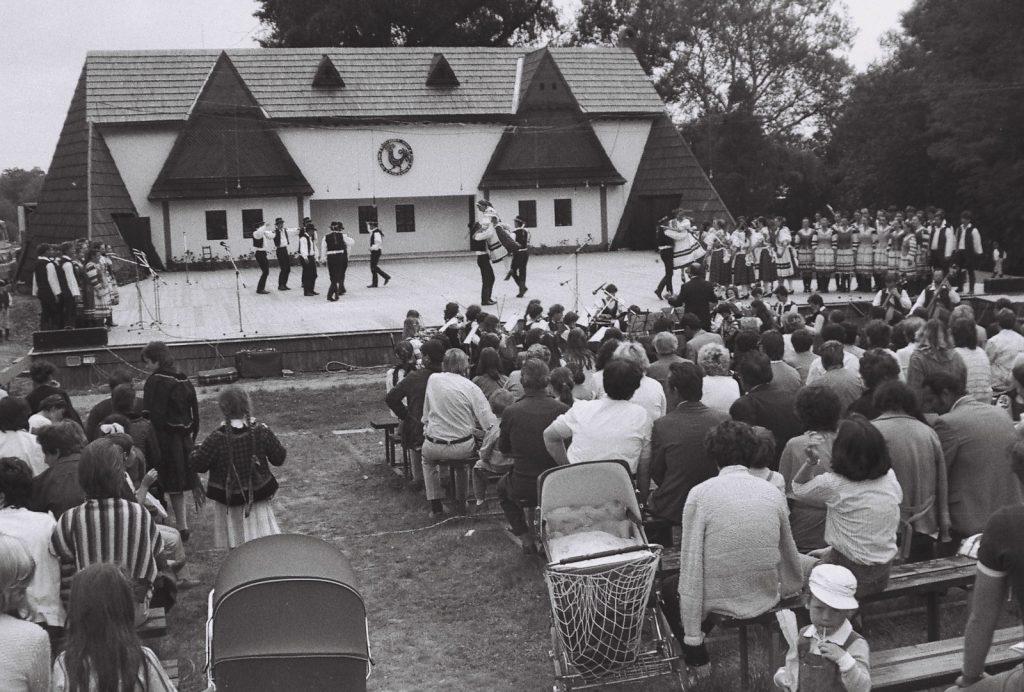 Ifjú Szivek Magyar Dal- és Táncegyüttes, Pozsony. (XXXII. Országos Népművészeti Fesztivál)