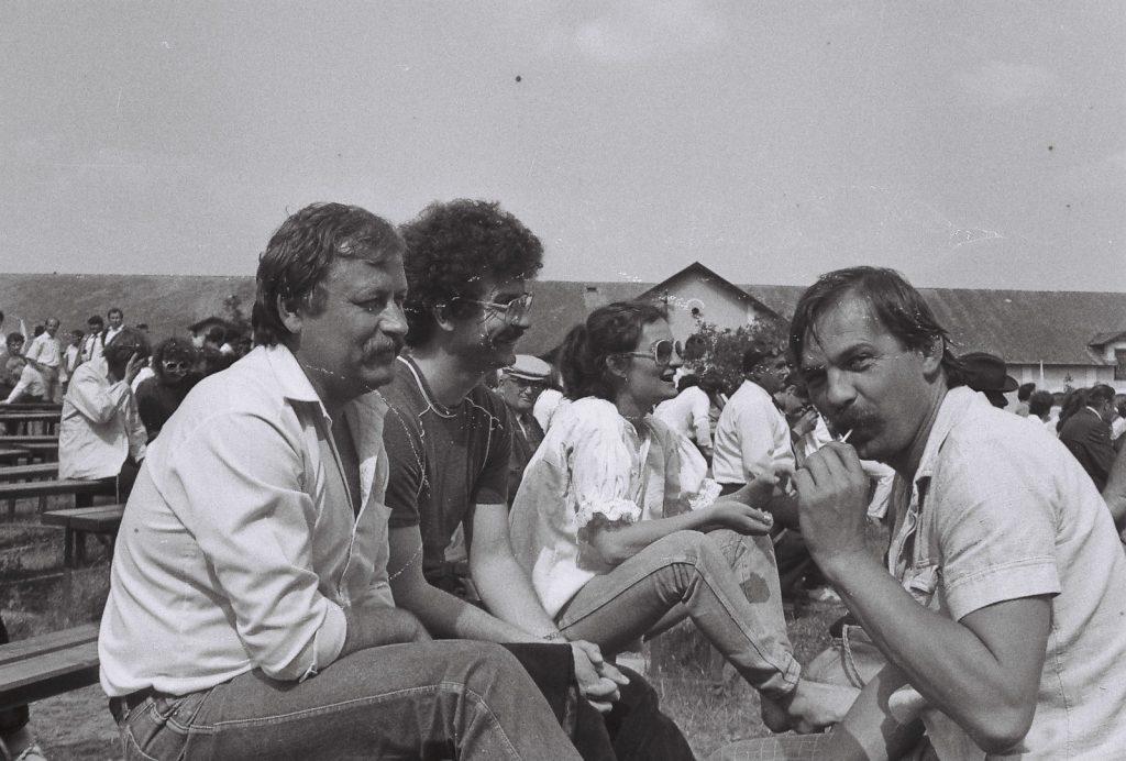 A közönség. (jobbról Katona István és Keszeg István koreográfusok) (XXXII. Országos Népművészeti Fesztivál)