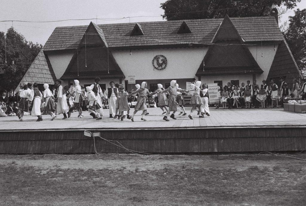 Barkóca Gyermektánccsoport, Gortva. (XXXII. Országos Népművészeti Fesztivál)
