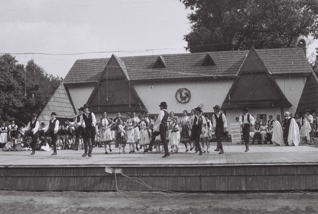 A Bagi Muharai Elemér Táncegyütte gyermektánccsoportja, Bag. (XXXII. Országos Népművészeti Fesztivál)