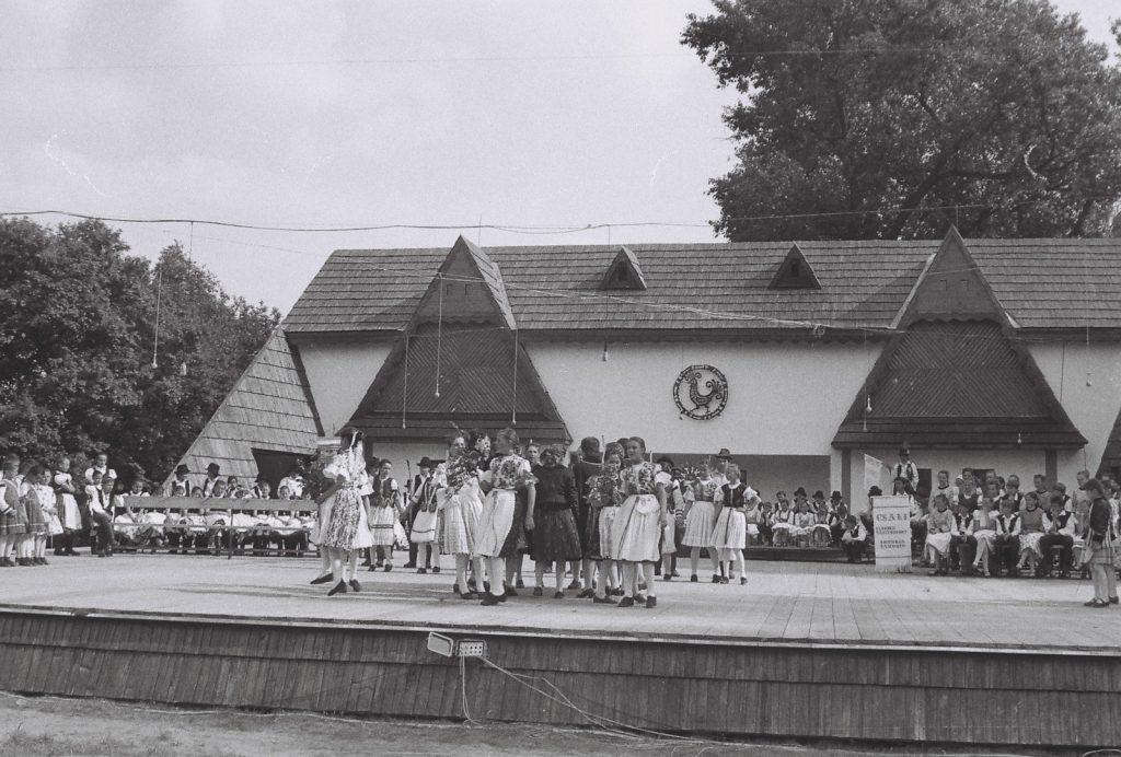 Villő Gyermektánccsoport, Gímes. (XXXII. Országos Népművészeti Fesztivál)