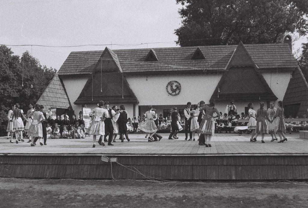 Nagy Csali Gyermektánccsoport, Somorja. (XXXII. Országos Népművészeti Fesztivál)