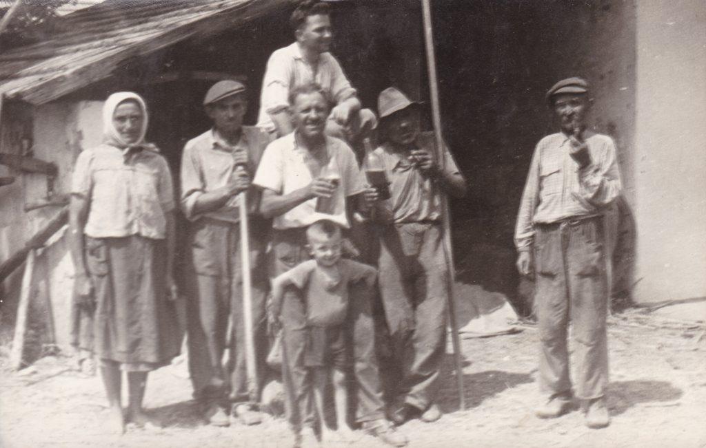 Utolsó aratás az ebedi Könözsi József családjában.